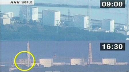 На снимках телекомпании NHK до и после взрыва четко виден разрушенный реакторный корпус АЭС